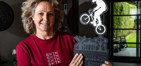 Jolanda's zoon Mitchel excelleert op de BMX: 'De adrenaline is toch anders, dan wanneer je voetbal staat te kijken'