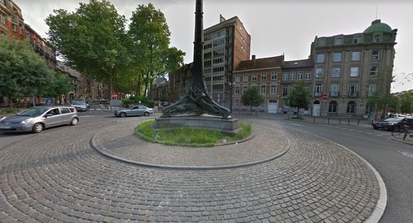 Het rondpunt aan de Voltairelaan en de Azalealaan in Schaarbeek.