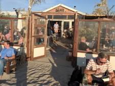 Een terrassenverbod of niet, het strand zal altijd open zijn (en het afhaalloket ook)