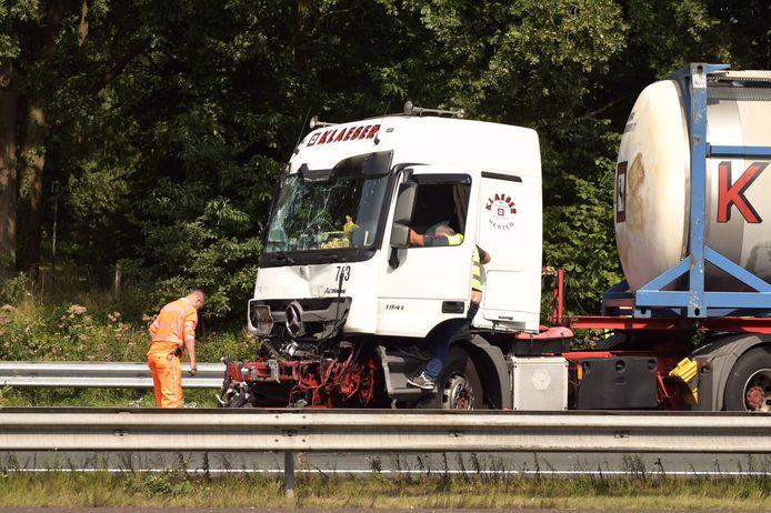 Ongeluk op A67 bij Geldrop met 2 vrachtwagens.