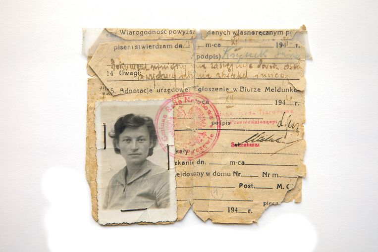 Persoonsbewijs van Selma Engel-Wijnberg. Beeld Privécollectie