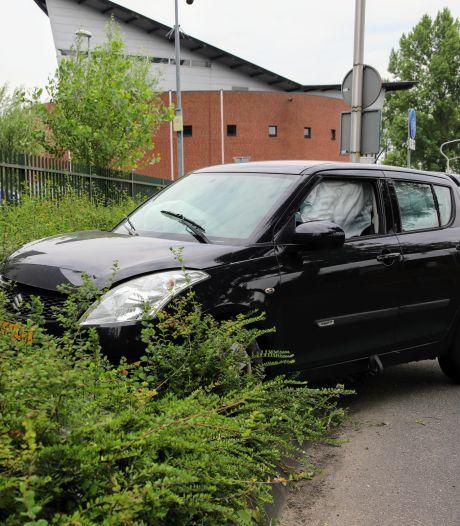 Twee auto's flink beschadigd door botsing in Culemborg