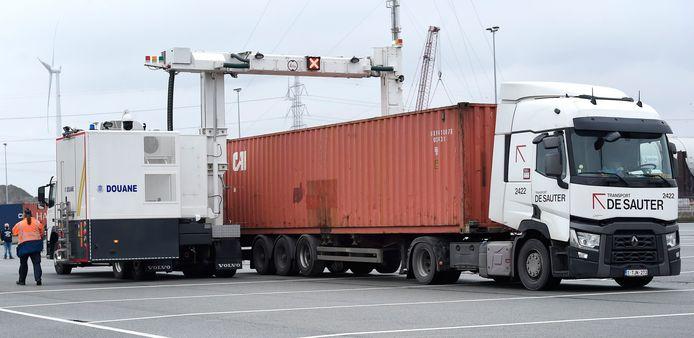 De douane heeft al een mobiele scanner maar koopt er de volgende jaren extra aan.