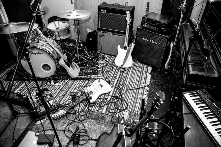 Bij deze Live Music Sessions in conceptstore Hutspot op de Van Woustraat treden de Engelse artiesten RHODES en Seafret op Beeld Facebook evenementpagina