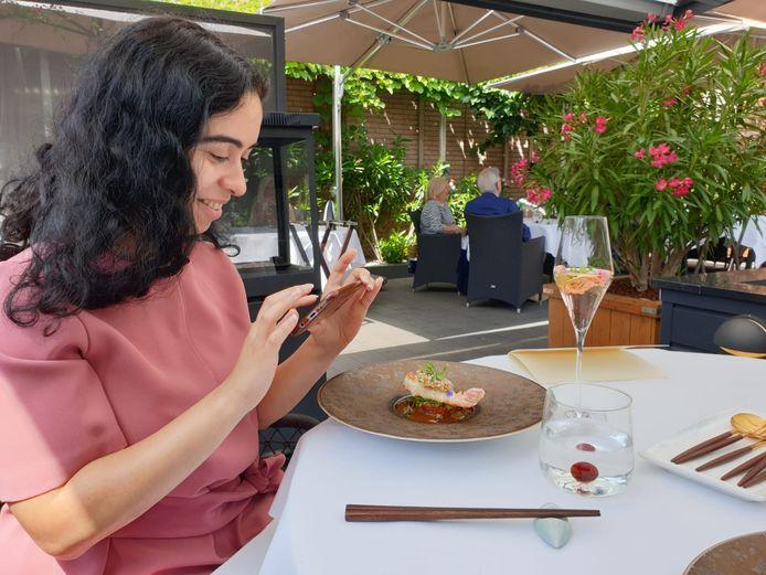 Majda Ouhajji bij haar favoriete restaurant O&O in Sint-Willebrord.