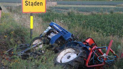 Tractor valt van aanhangwagen en raakt fietsster (56): slachtoffer zwaargewond