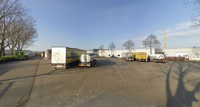 De vrachtwagenparkeerplaats bij bedrijventerrein Tappersheul aan de Populierenweg in Oudewater.