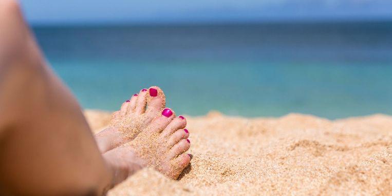 hekel-aan-zand-op-je-voeten-dan-is-dit-middeltje-je-redding.jpg