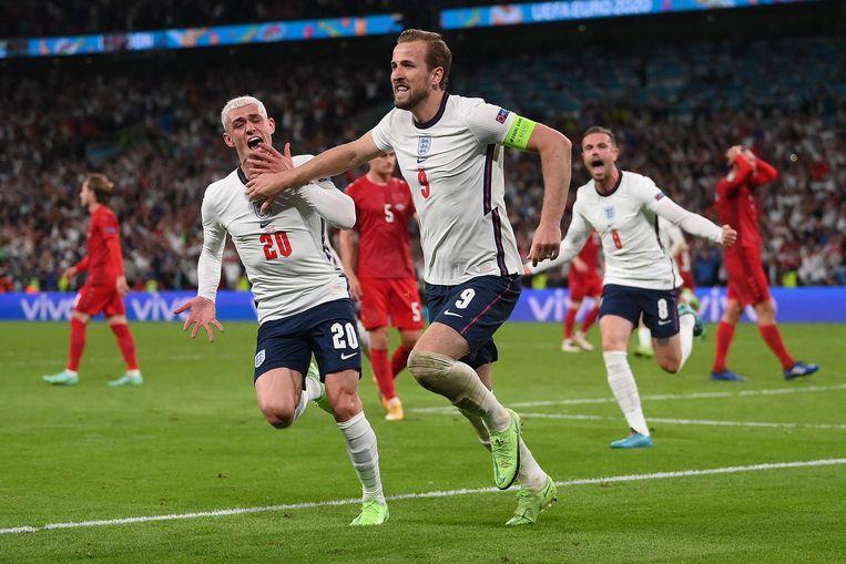 Harry Kane heeft Engeland op voorsprong gebracht. Phil Foden (links) en Jordan Henderson feesten mee. Beeld AFP