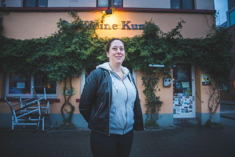 Brechtje zoekt een overnemer voor café De Kleine Kunst;