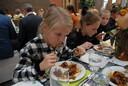 Alle deelnemers aan de vijfde aflevering van de Keukenbazen Battle waren uitgenodigd voor een gezamenlijke slotmaaltijd die plaatsvond bij de HAS Hogeschool. Ook de burgemeesters van de vijftien deelnemende gemeenten of in sommige gevallen hun vervangers waren aanwezig