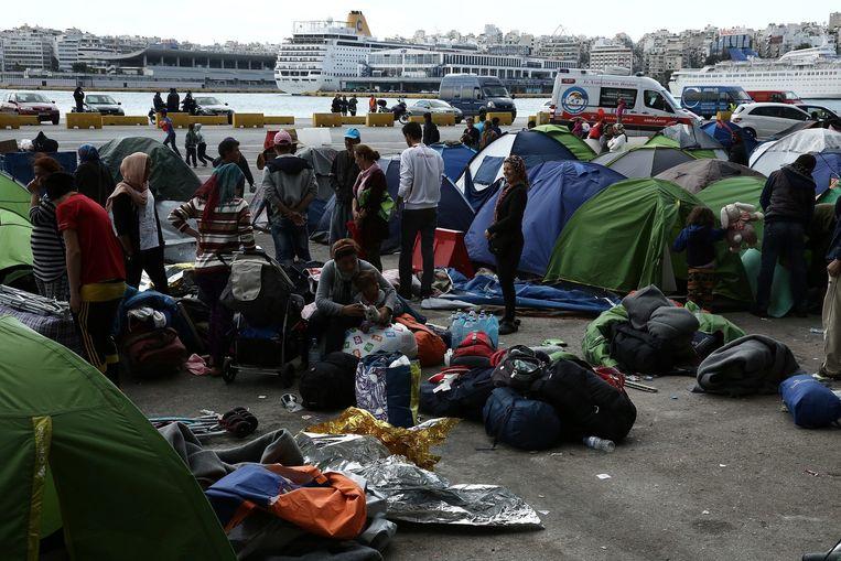 Vluchtelingen in de haven van Piraeus Beeld epa