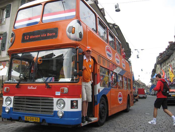 De Oranje-dubbeldekker tijdens het EK 2008.