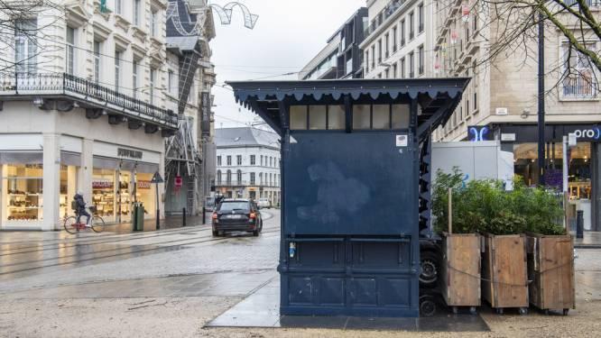 """Stad zoekt nieuwe 'Blauwe Kiosk', en stapt af van veel te hoge instelprijs: """"Iedereen wil opnieuw een eet- en drankstand op de Bloemenmarkt"""""""