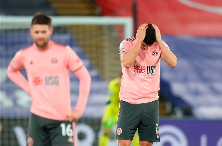 John Egan kan het niet geloven. Opnieuw weet zijn ploeg Sheffield United niet te winnen.  Beeld EPA