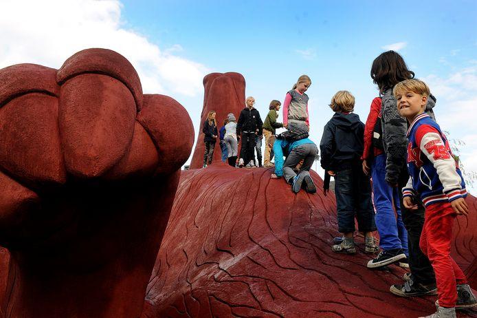 Het Feestaardvarken van Florentijn Hofman in het Bartokpark is bij kinderen zeer geliefd als speeltoestel.