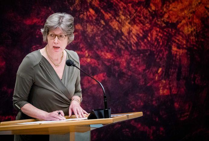 Joba van den Berg (CDA) in de Tweede Kamer tijdens een debat over de ontwikkelingen rondom het coronavirus.