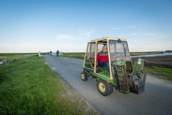 Met de maaier drie kilometer over de openbare weg afleggen is binnenkort waarschijnlijk verleden tijd.