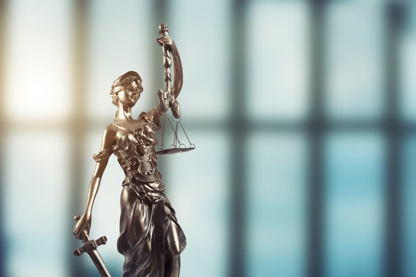 Statue of justice on Bokeh background stockadr justitie rechtspraak rechtszaak justitia fraude oplichting rechtbank recht