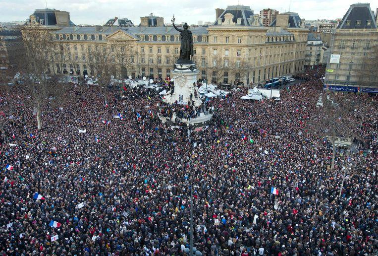 De mensenmassa op het Place de la République. Beeld AP
