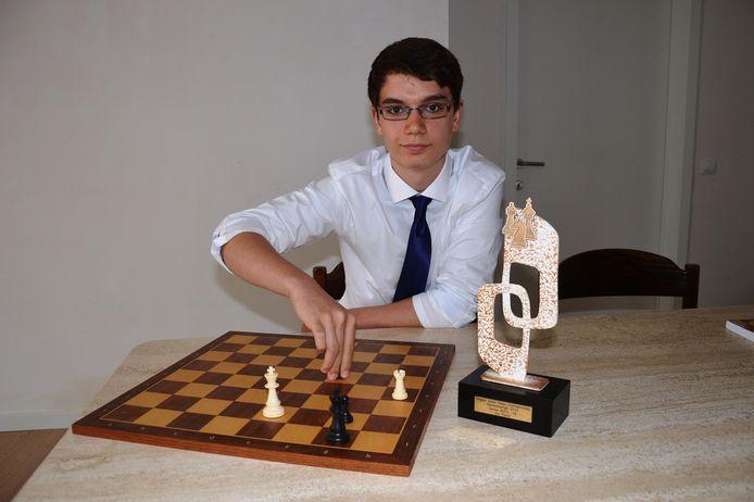 Arno Sterck aan het schaakbord.