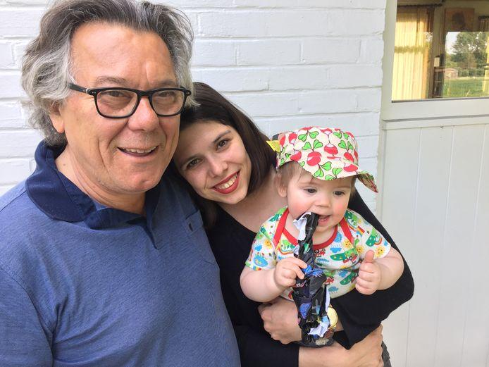 Johan Verminnen met zijn dochter Pauline en en z'n kleinkind Boas.