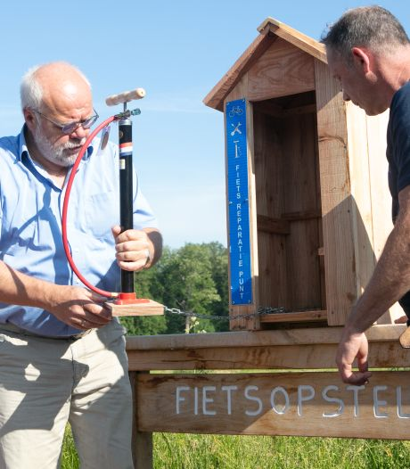 Eerste hulp bij lekke banden langs fietssnelweg Dalfsen-Zwolle