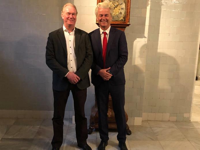 Koert Calkhoven poseert samen met PVV-voorman Geert Wilders.