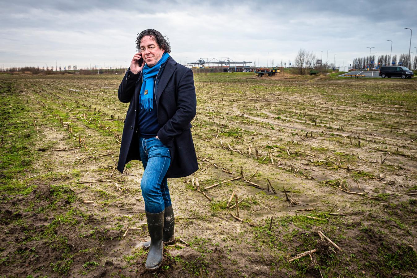 Projectontwikkelaar Dries Wilschut ziet op dit bedrijfsterrein naast de containerterminal graag een distributiecentrum verrijzen. Buurtbewoners blijken daar anders over te denken.