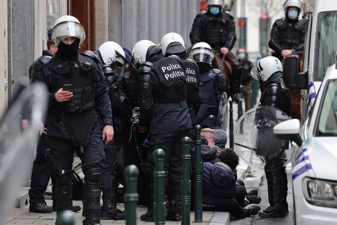 La police a procédé à 245 arrestations administratives à la suite de la manifestation dimanche dernier, dont 91 concernent des mineurs.