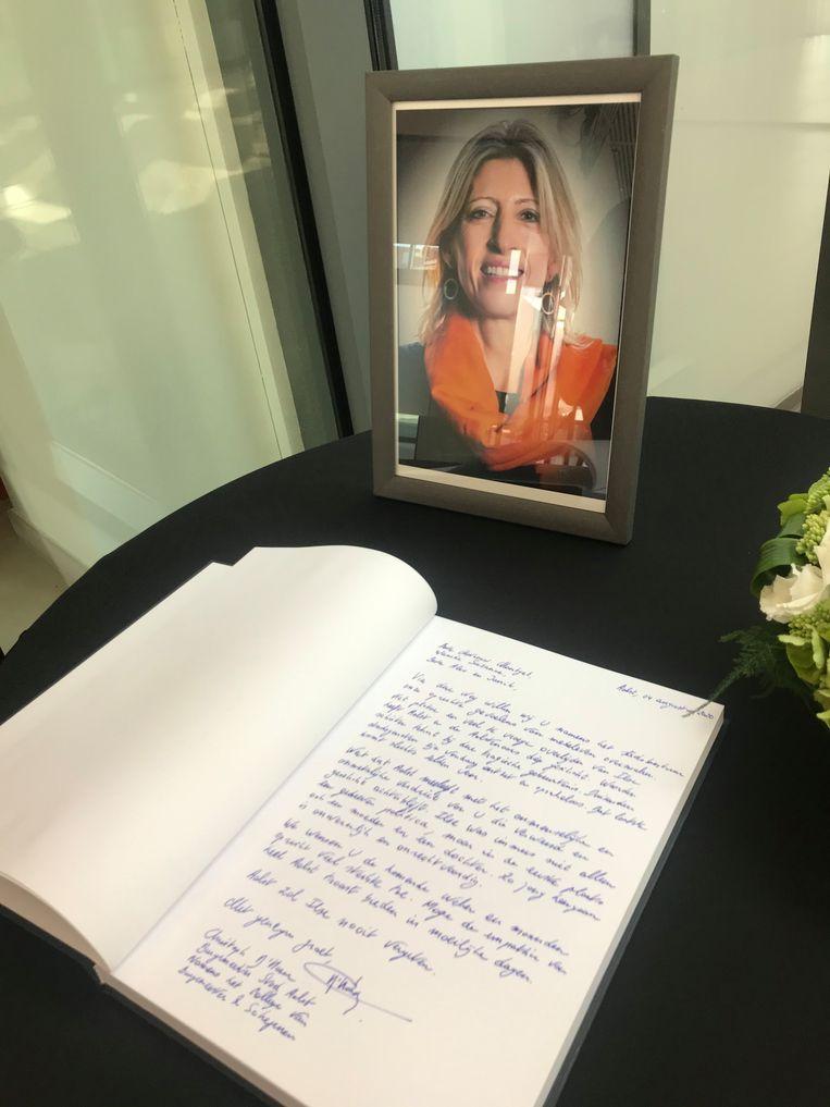 Wie dat wenst, kan in Aalst een rouwregister tekenen voor Ilse Uyttersprot.  Beeld Joel Hoylaerts/Photo News