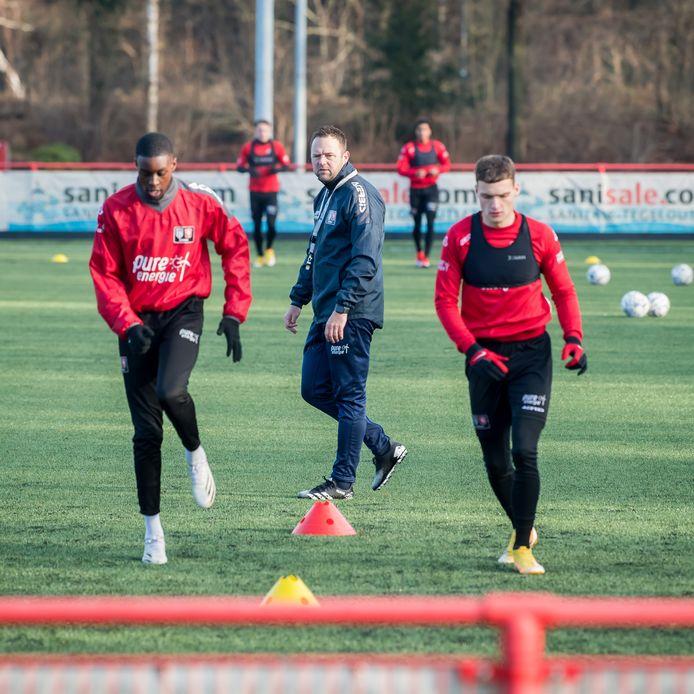 Job ten Thije in actie als trainer van FC Twente/Heracles onder 21 jaar.