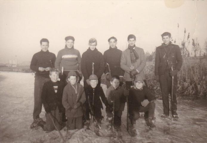 Bij verhaal boek Donkers en Koevoets. De eerste (en laatste) ijshockeyclub van Stampersgat op de Tankval.
