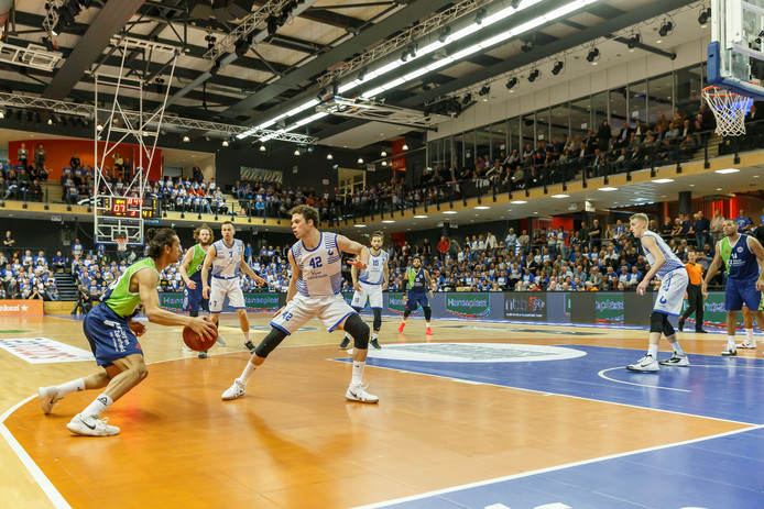 Landstede Basketbal speelt komend seizoen zeker drie Europese wedstrijden in het Theater van de Sport.
