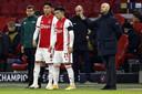 Edson Alvarez en Lisandro Martinez gaan voorop in de strijd bij Ajax, dat elf duels op rij won.