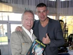 Enschedese 'gokkast-miljonair' Bennie Holtkamp (76) overleden