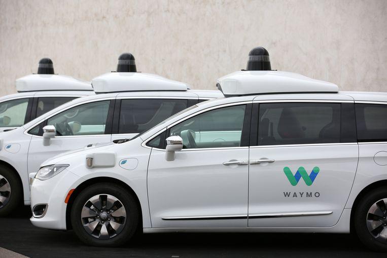 Een robotauto waarmee Waymo proefrijdt in Chandler, Arizona. Beeld Reuters