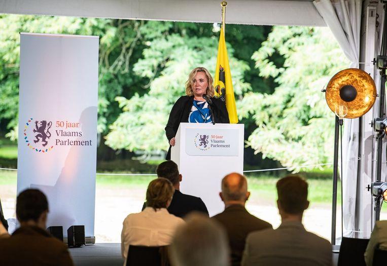 Vlaams parlementsvoorzitter Liesbeth Homans (N-VA) tijdens haar 11 juli-toespraak in de plantentuin van Meise. Beeld Photo News