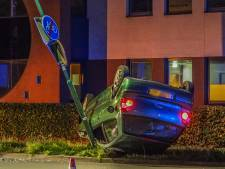Auto over de kop in Leusden