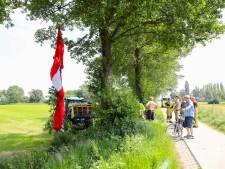 Parachutiste 'landt' in boom in Beemte-Broekland