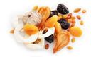 Gedroogde appel, vijg, abrikoos, pruim, mango en rozijnen.