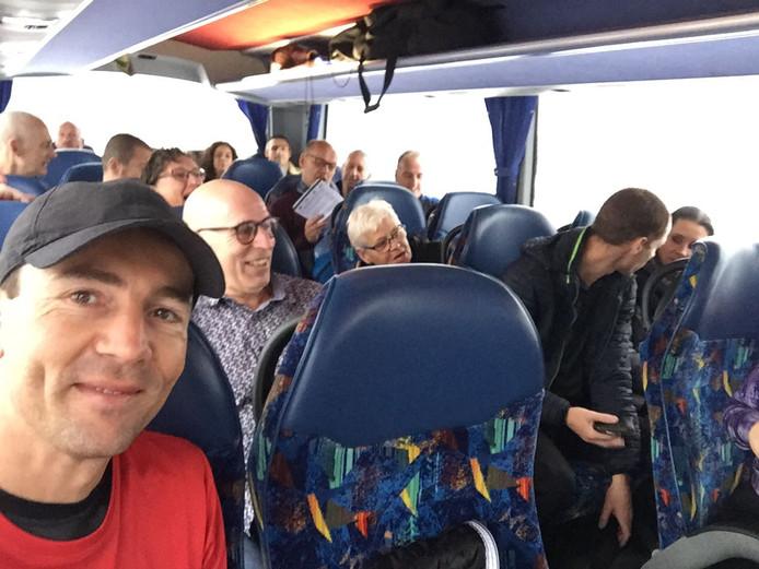 Sven Vermeulen in de bus, die uiteindelijk rechtsomkeert moest maken.