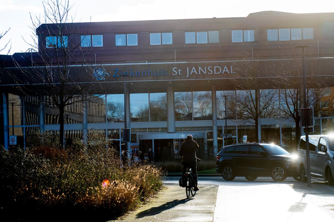 Harderwijk - Bij het Ziekenhuis St. Jansdal in Harderwijk is er geen opname stop meer. Foto Kevin Hagens KH20201230