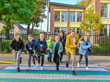 Kinderraad Zundert haalt met regenboogzebrapad eerste succes binnen