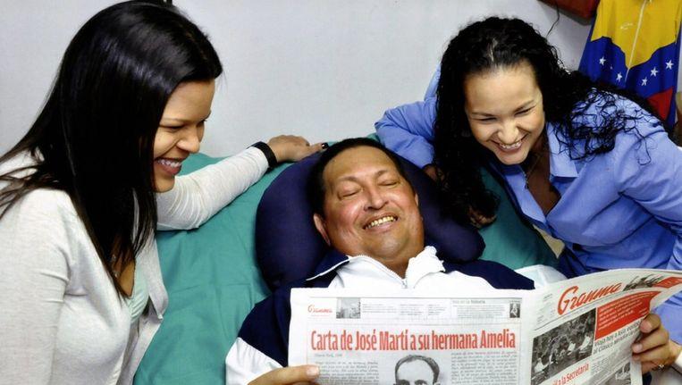 De foto van Chavez met zijn twee dochters Beeld epa