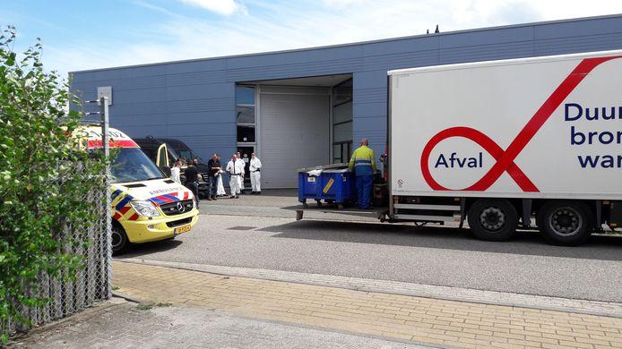 Woensdagmiddag werden spullen uit het bedrijfspand aan de Duit gehaald en afgevoerd.