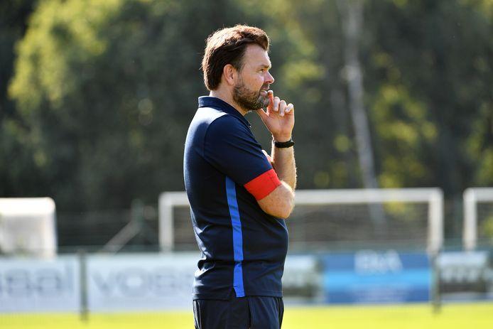 Trainer Tom Gevers speelt zaterdagavond met Vosselaar op het veld van De Kempen.
