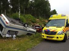 Caravan schaart bij Wolfheze, vrouw gewond