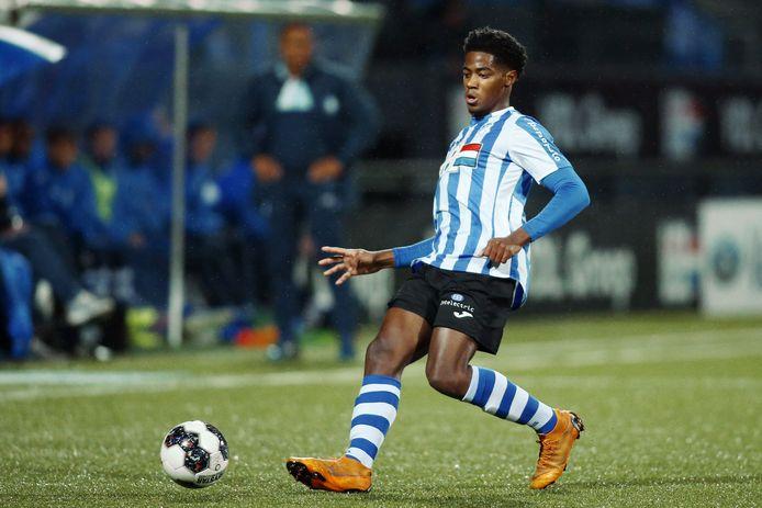 Collin Seedorf in actie tegen Jong FC Utrecht.