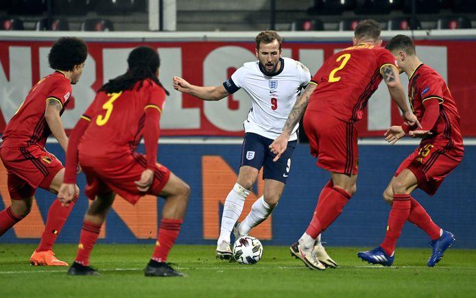 Engels international Harry Kane versus vier Rode Duivels.